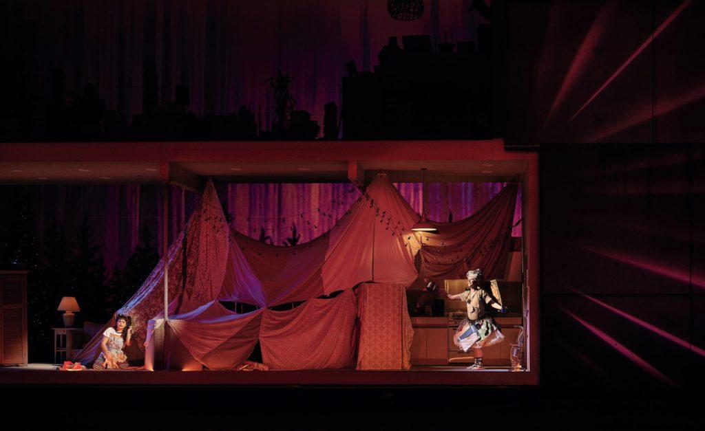 Simone Osborne as Gretel and Anna-Sophie Neher as the Dew Fairy