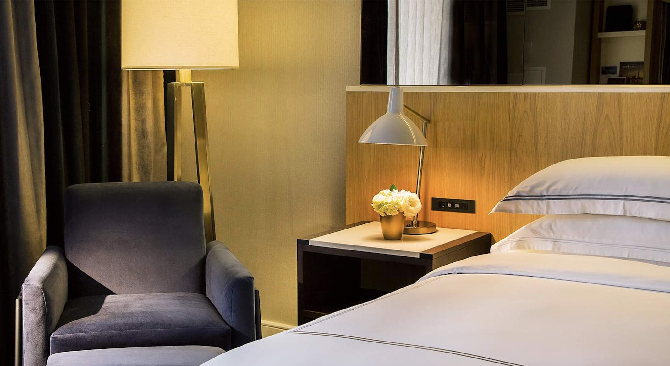 Royal Sonesta Hotel bedroom and chair of one of the top luxury Yorkville hotels
